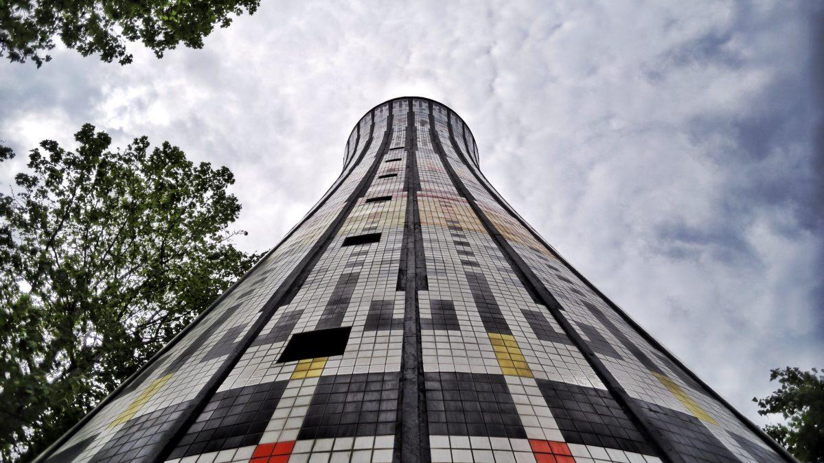 A Garibaldi un edificio simbolico di Milano: la Torre Arcobaleno
